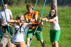 Team building during 3D archery on Wurbauerkogel.  | © Hinterramskogler