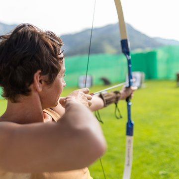 Knowing how to handle bow and arrow takes practice, which you can get at the 3D archery course on Wurbauerkogel. | © Hinterramskogler