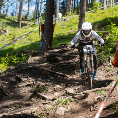 Biker on the downhill trail during an event.  | © Marc Schwarz Photography