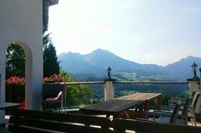 Guests can enjoy stunning scenic views from the sundeck of Mostschänke Horner (tavern).